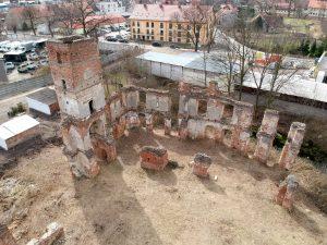 Smolec - pozostałości murów